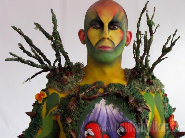 I am a tree bodypainting