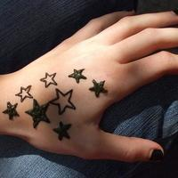 csillagok - Stars henna tattoo on hand