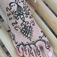 henna impro lábfejen - Traditional Indian henna tattoo pattern on foot
