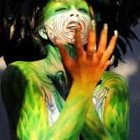 Green glow bodypainting